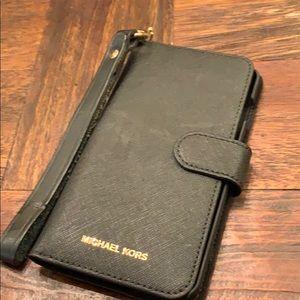 MICHAEL KORS iPhone8 wallet case with wristlet